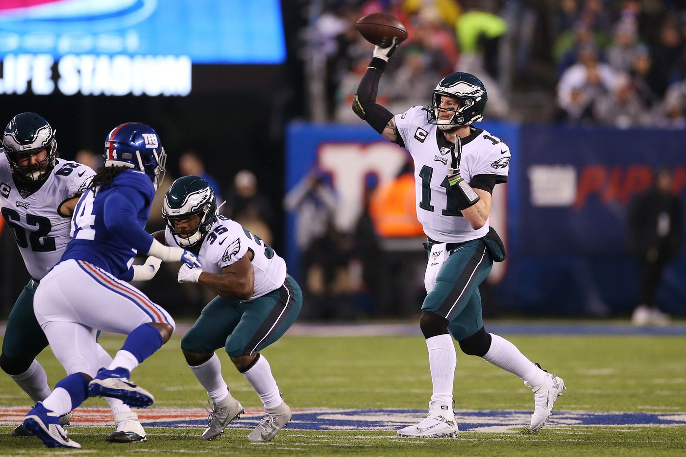 Can Carson Wentz be a difference-maker for Eagles in NFL playoffs? His teammates certainly think so. | David Murphy