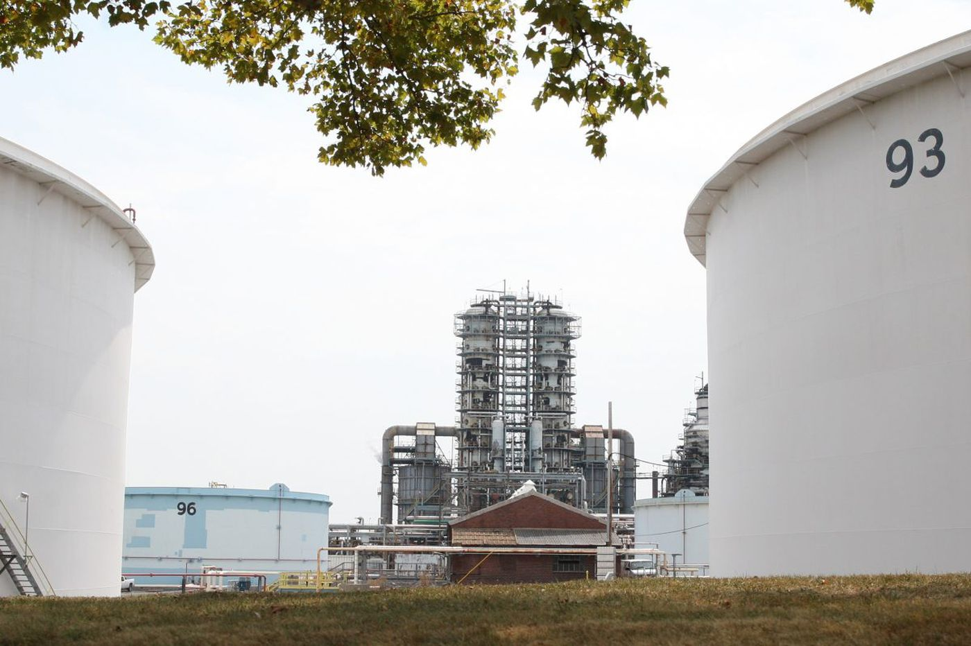 Philly refiners decry pipeline's proposed changes