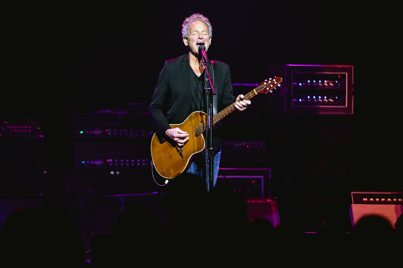 Lindsey Buckingham goes his own way in Collingswood