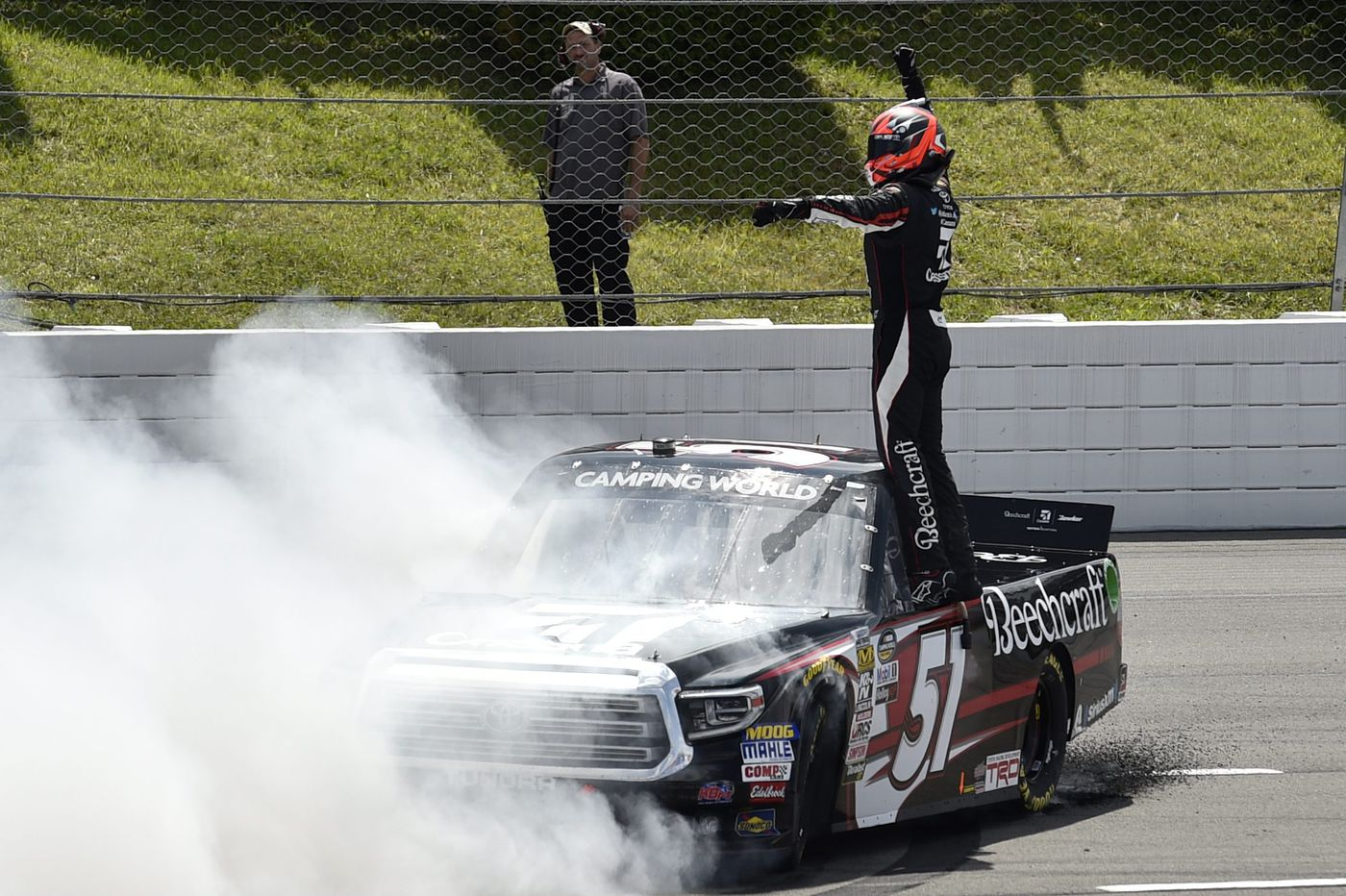 Kyle Busch wins Truck Series race to tie all-time record of 51