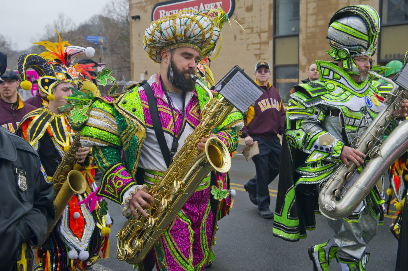 Eagles' Jason Kelce reprises his Mummers dazzle in Manayunk