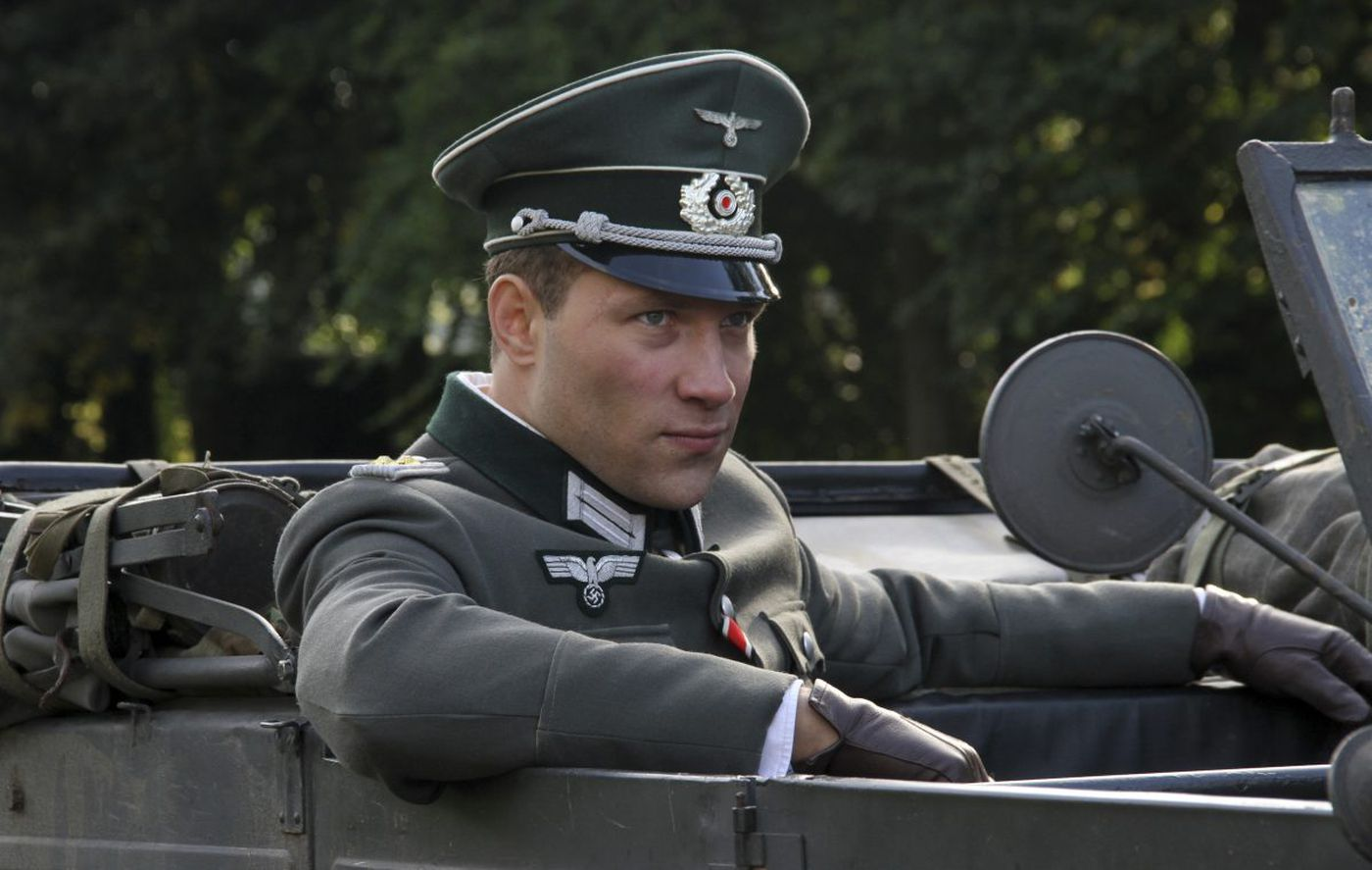 WWII drama 'The Exception' offers old-fashioned intrigue, romance