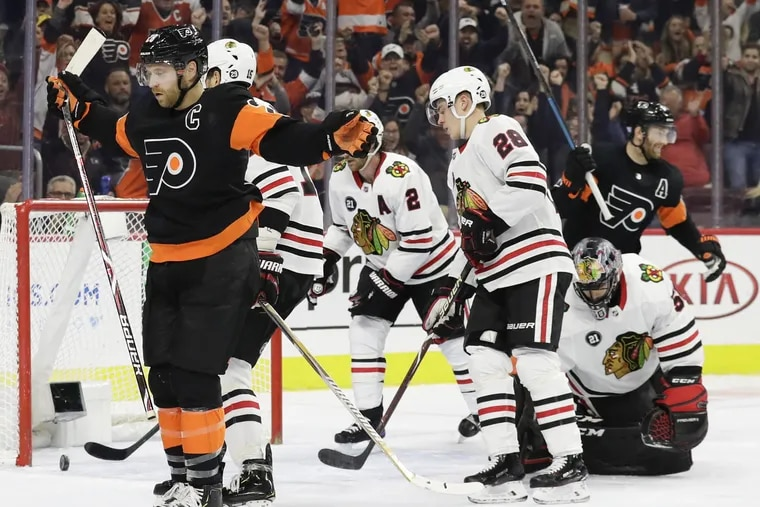 Flyers left winger Claude Giroux celebrates his first-period goal against the Chicago Blackhawks on Saturday. He was named the league's No. 3 star of the week Monday.