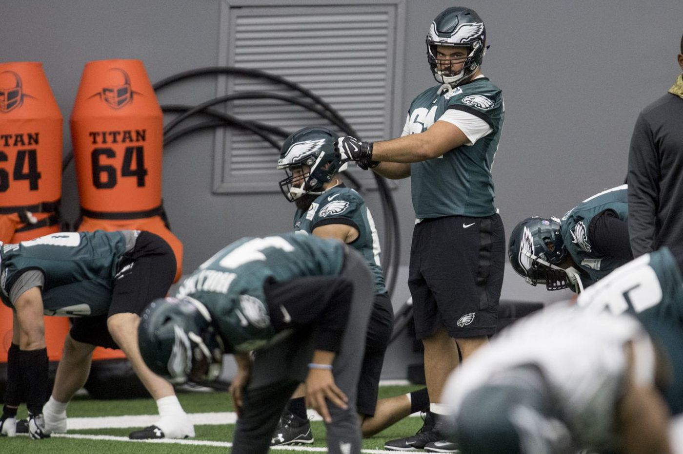 Eagles' Stefen Wisniewski hopes to play, but ankle is ailing