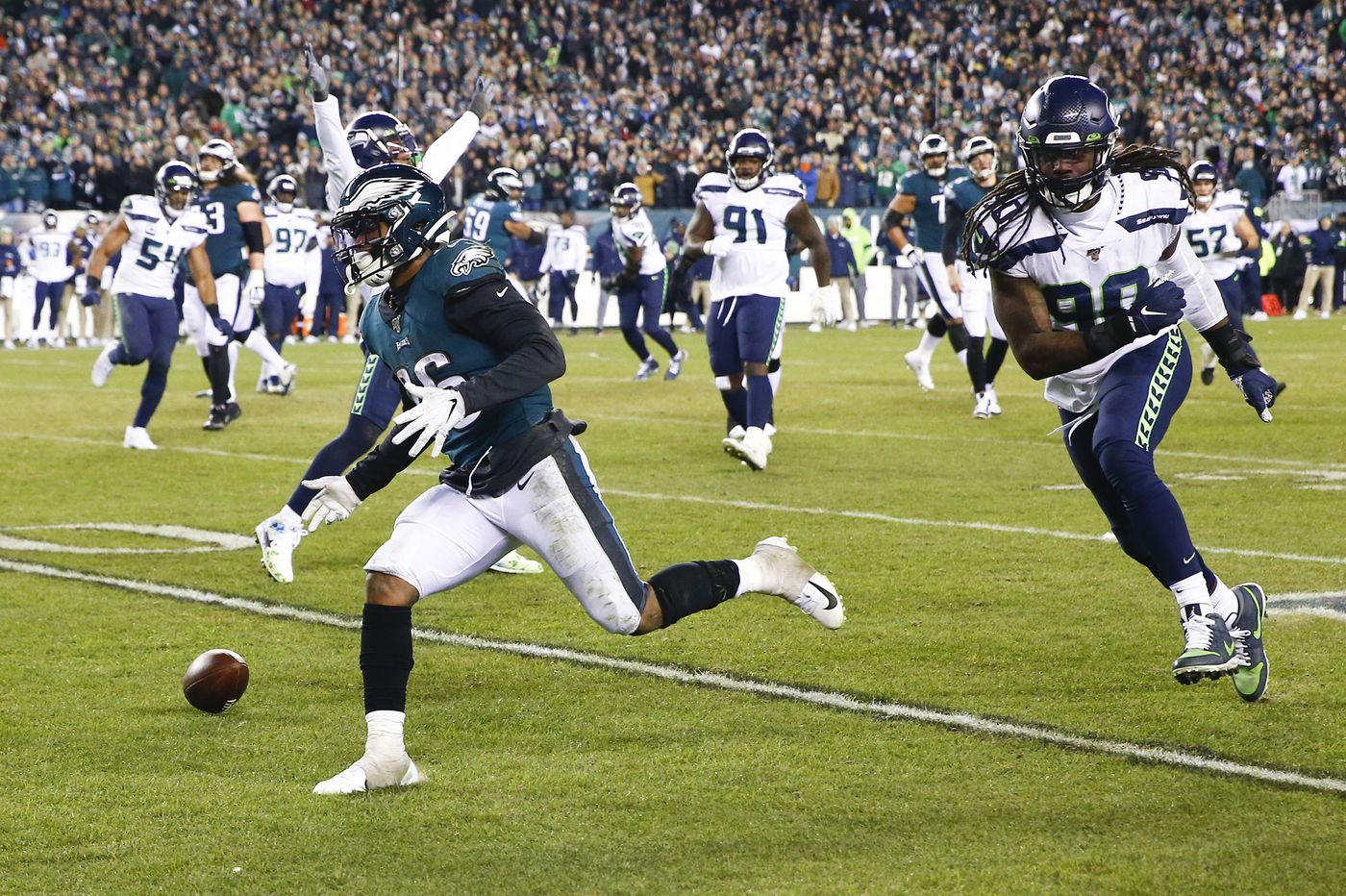 Eagles' Miles Sanders guts it out in NFL playoffs loss to Seahawks, but has costly fourth-down miscue