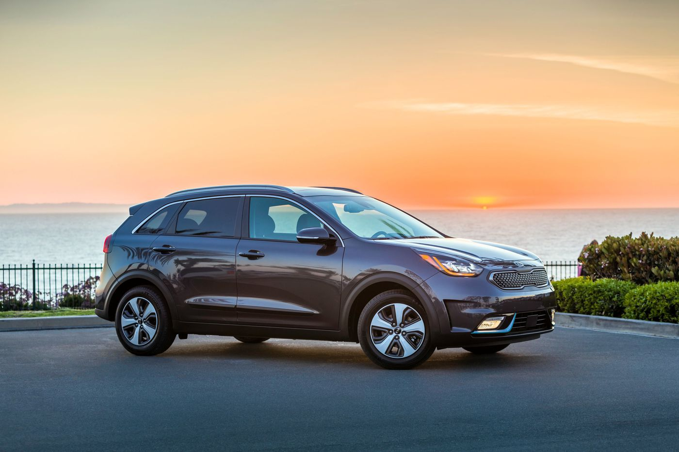 2019 Kia Niro PHEV offers space and savings — after you pay the admission price