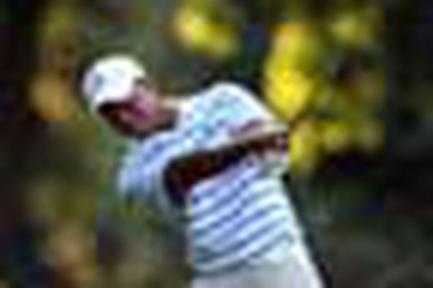 Tiger Woods dazzles them at Aronimink