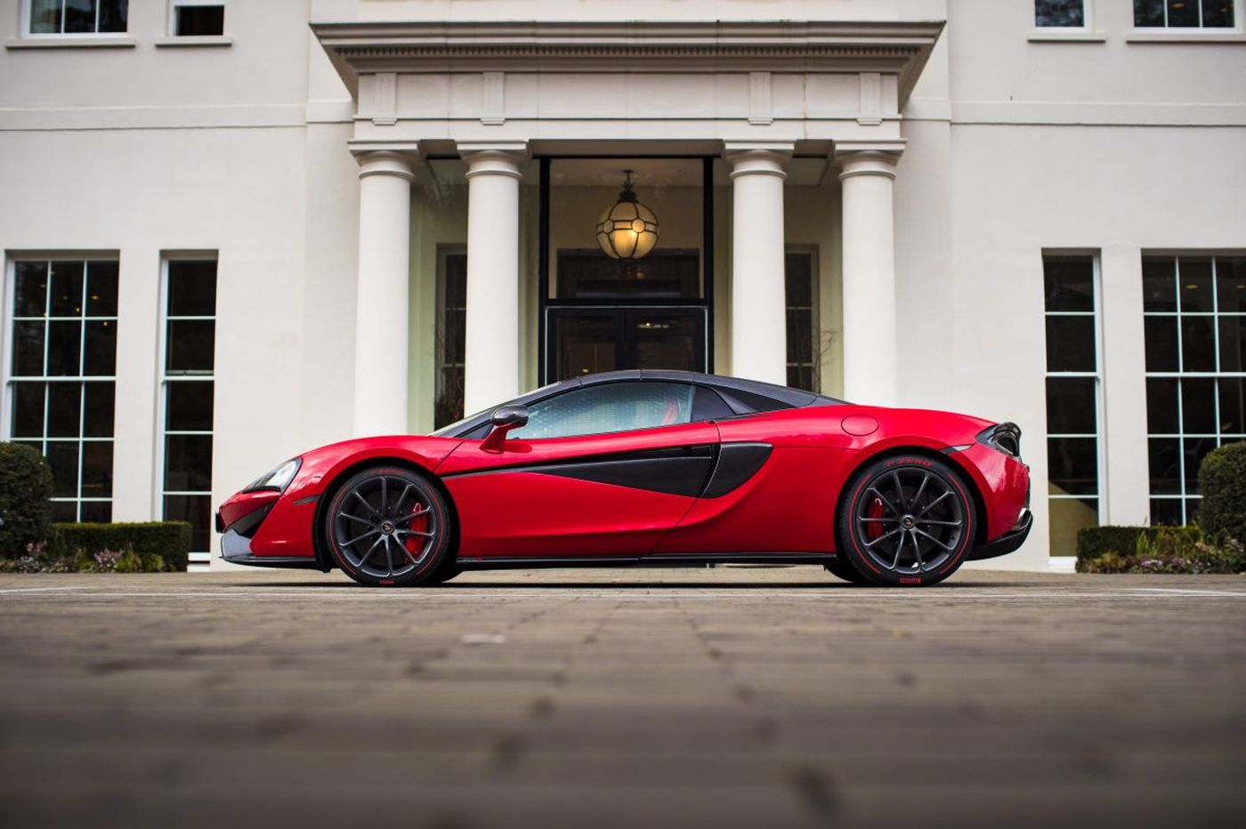 McLaren 570S Spider: Knock-your-glasses-off fun - plus room for luggage