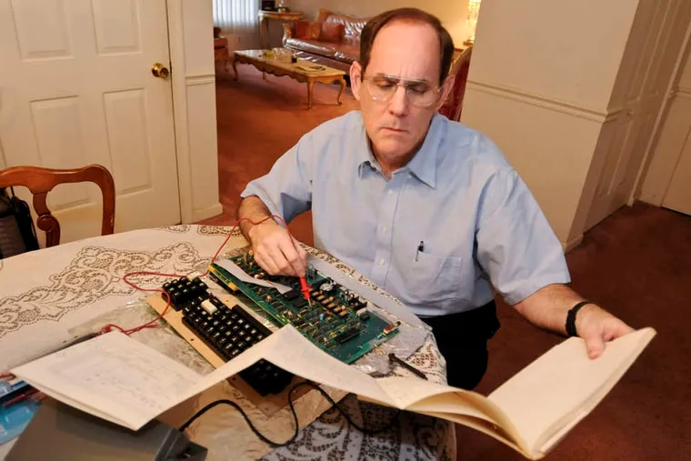 Scot Silverstein of Lansdale, one of the most ardent critics of electronic medical records, works on an antique computer. A growing collection of evidence suggests poorly designed medical software can obscure clinical data, generate incorrect treatment orders, and cause other problems. RON TARVER /Staff Photogapher