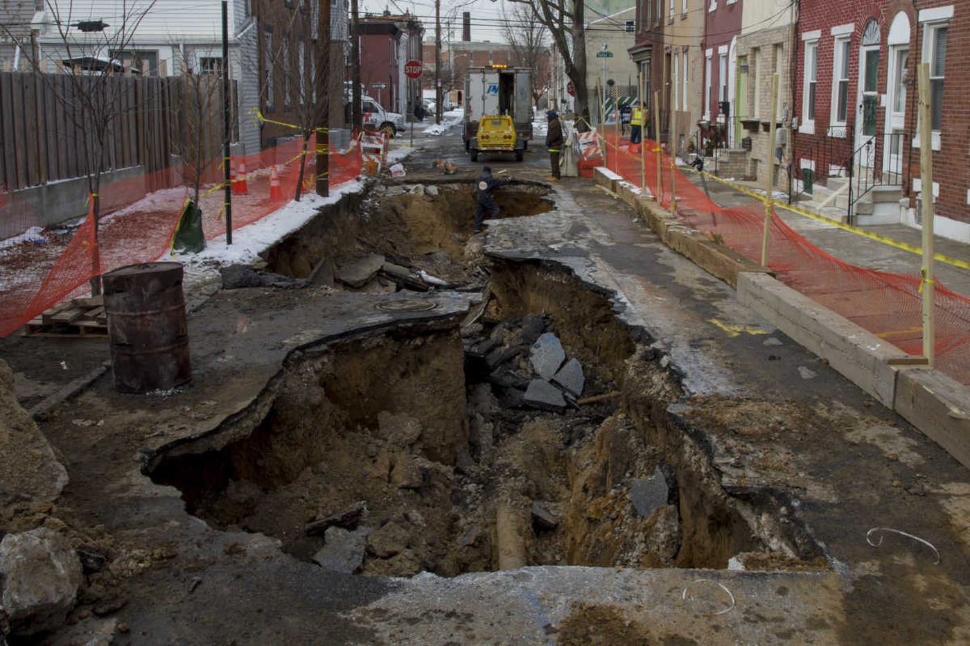 Kensington block still dealing with sinkhole, loss of water, heat