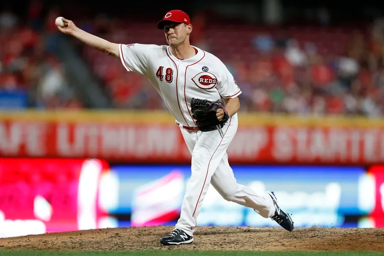 Jared Hughes, here pitching for the Reds, is joining the Phillies bullpen.