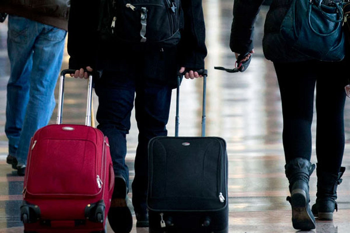 Airline profits rise as oil drops; Will fares fall, too?
