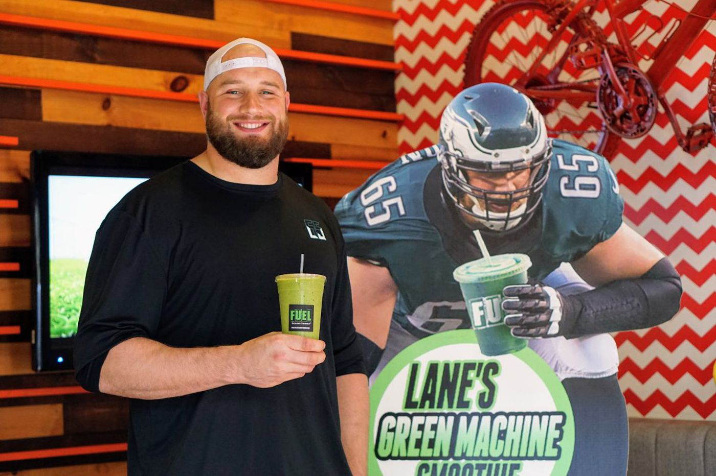 Eagles' Lane Johnson offers smoothie at Fuel to benefit CHOP