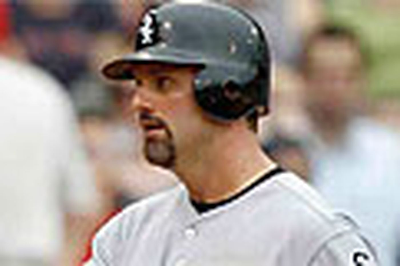 White Sox finish sweep of Red Sox at Fenway