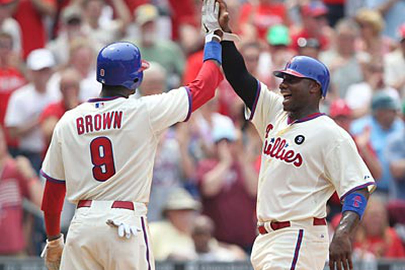 Tired Phillies clobber Reds, 10-4
