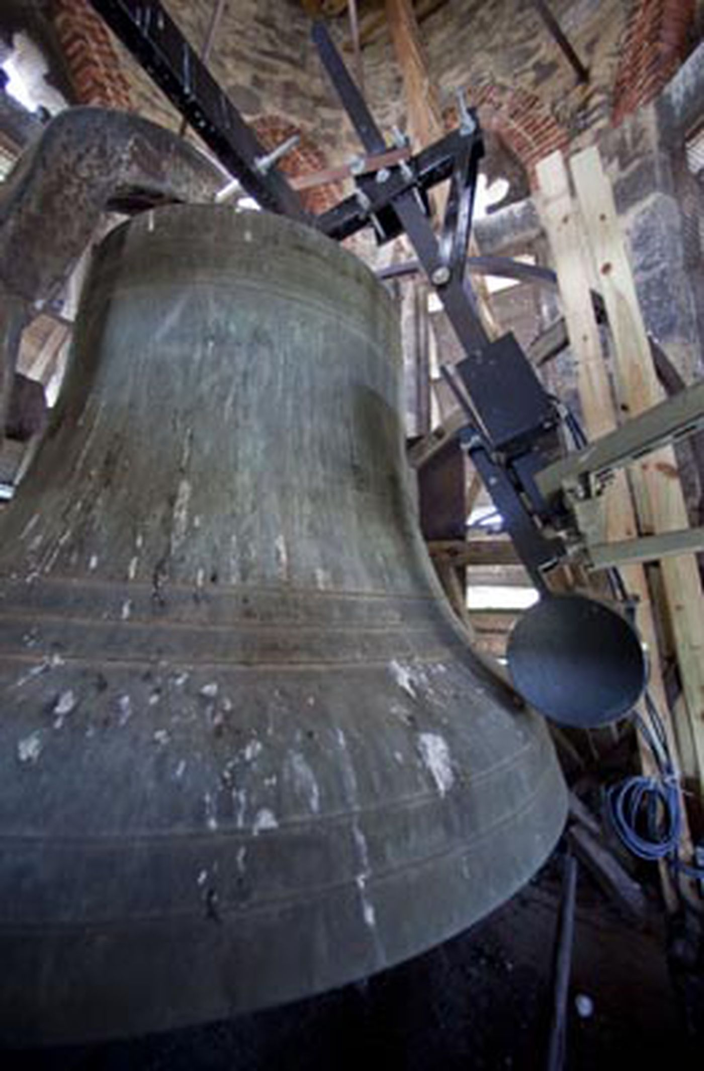 Too loud too early for Manayunk church bell, neighbor complains