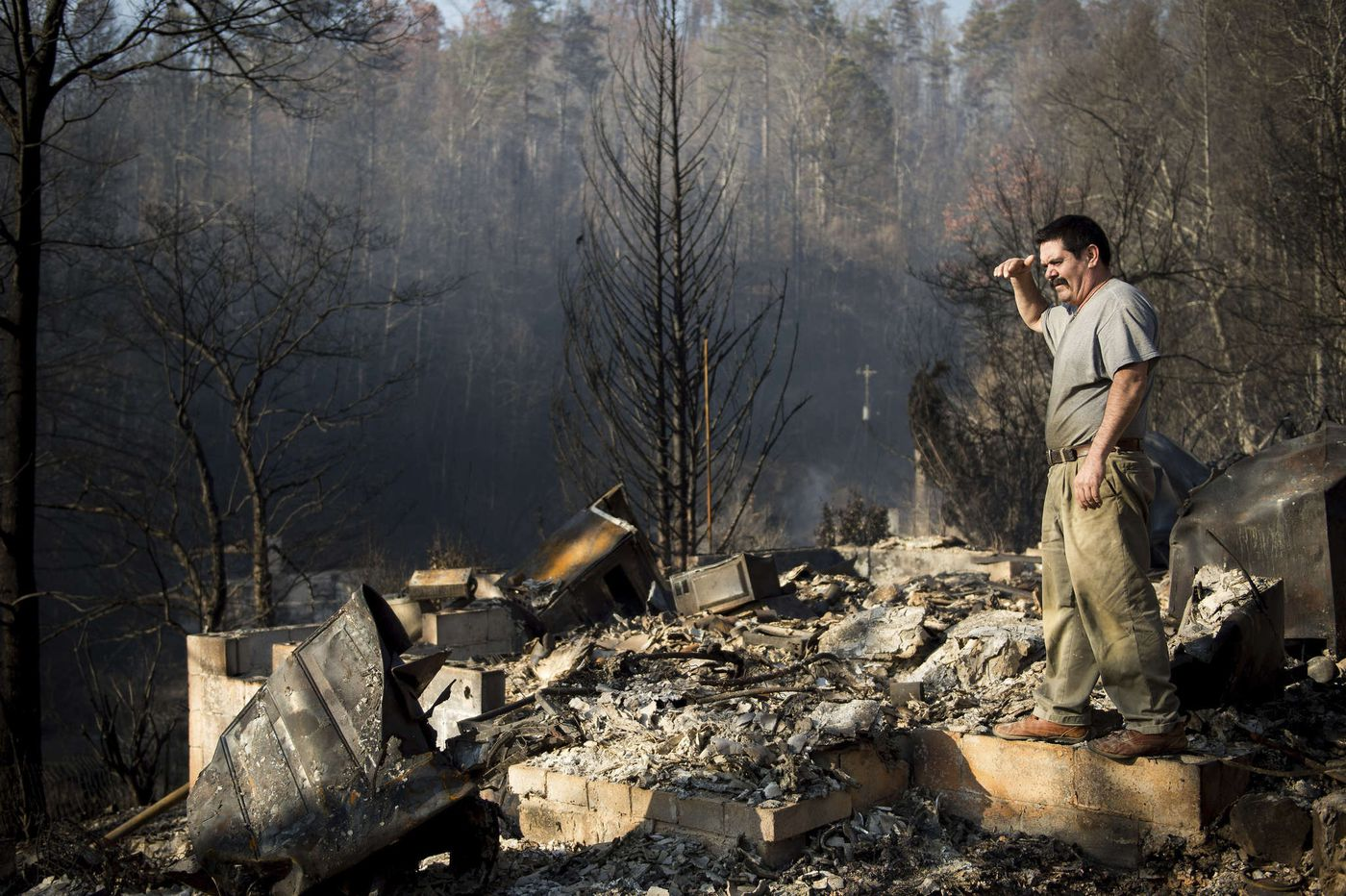 Thousands flee as deadly flames engulf resort towns