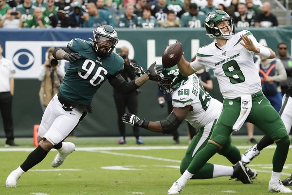 Eagles' Derek Barnett says he'll evaluate his play when the season is over, not now
