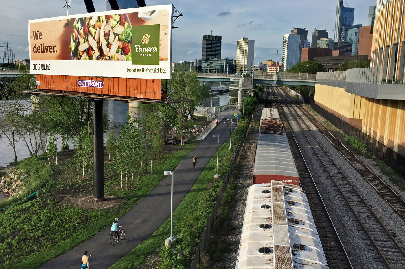 Billboard company Outfront said to be resuming push for big digital display beside Fairmount Park