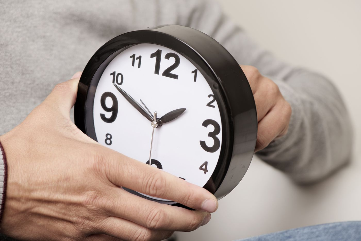 It's time to set clocks back for daylight savings, but what's the point?
