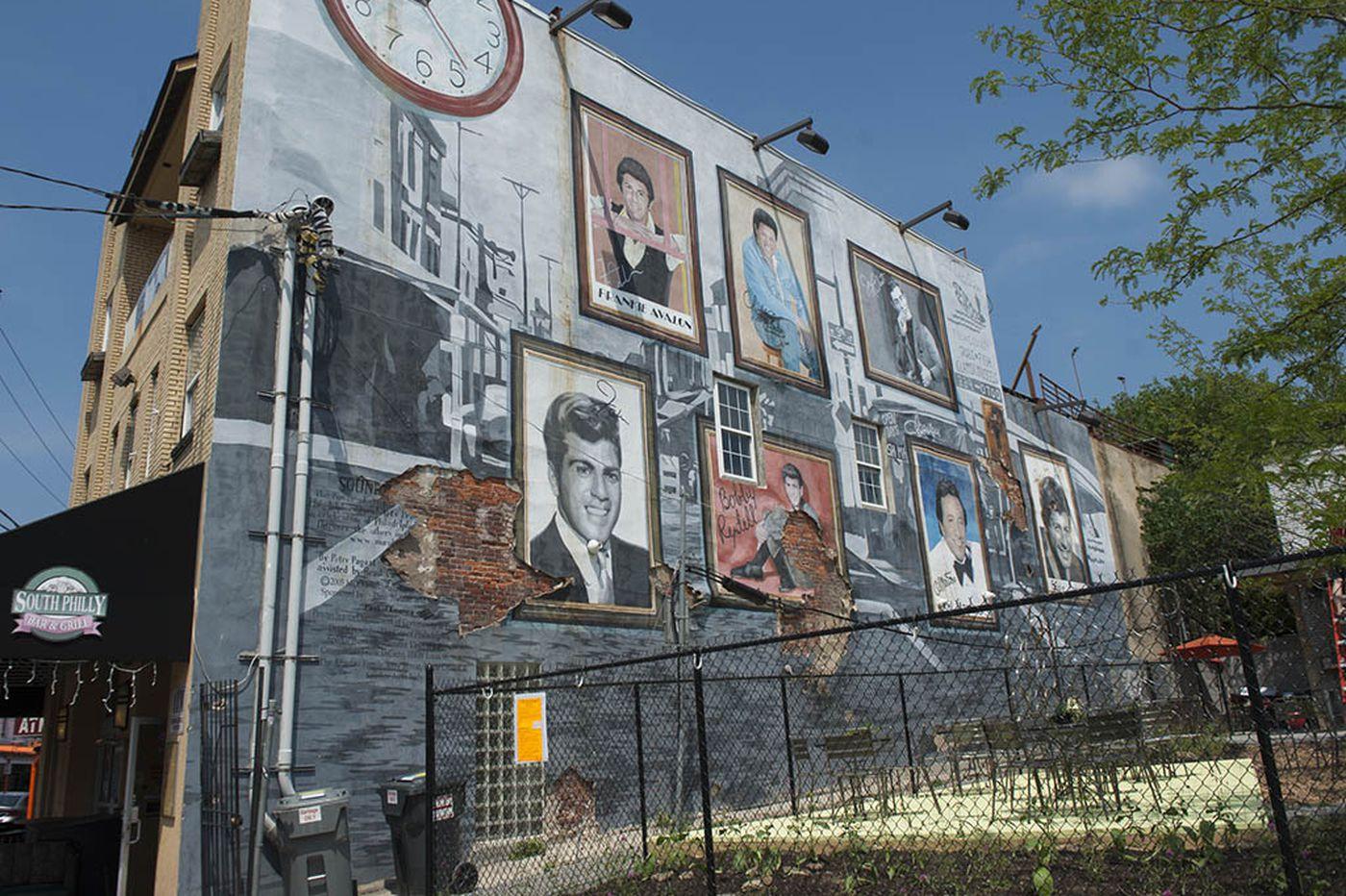 Frankie Avalon kicks in cash to save mural