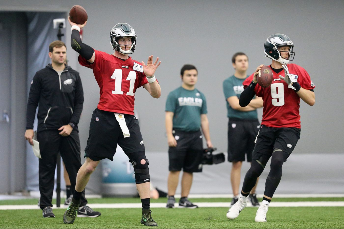 Eagles training camp's biggest story: Transition from Nick Foles back to Carson Wentz
