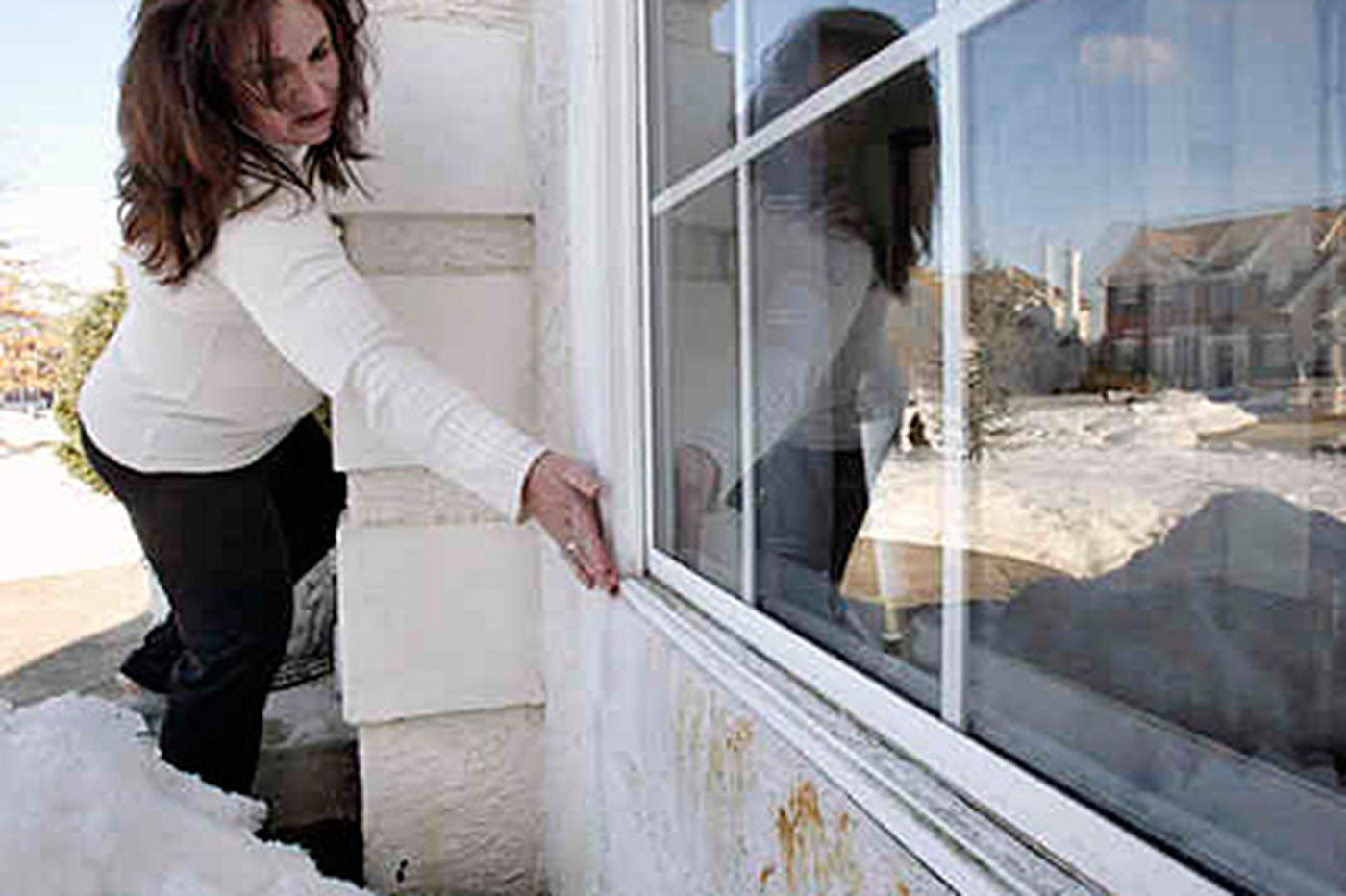 Homeowners sue builder over mold