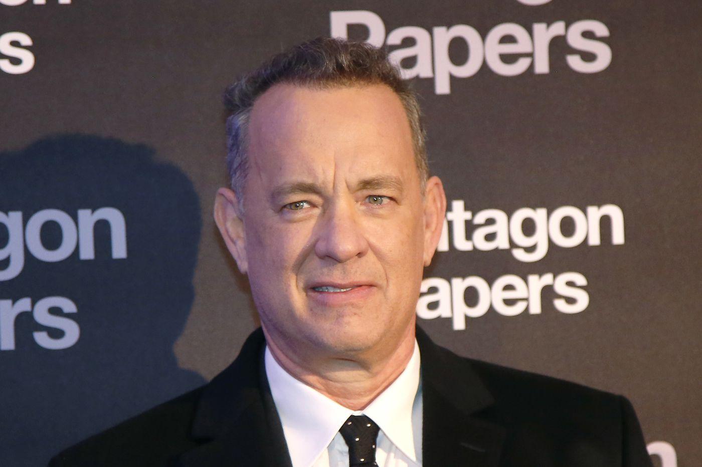 Tom Hanks surprises woman by singing 'Happy Birthday'