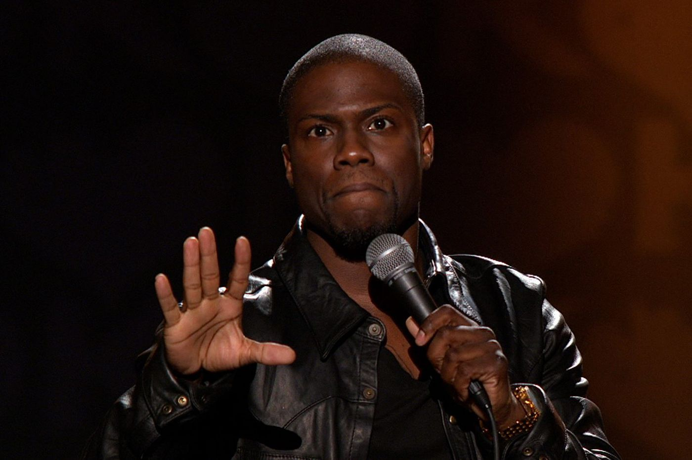 Kevin Hart tells Donald Trump to 'suck it' in MTV VMAs opener