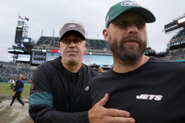 Eagles crush Jets: Birds capitalize on Jets' dysfunctional start to season in Week 5 blowout