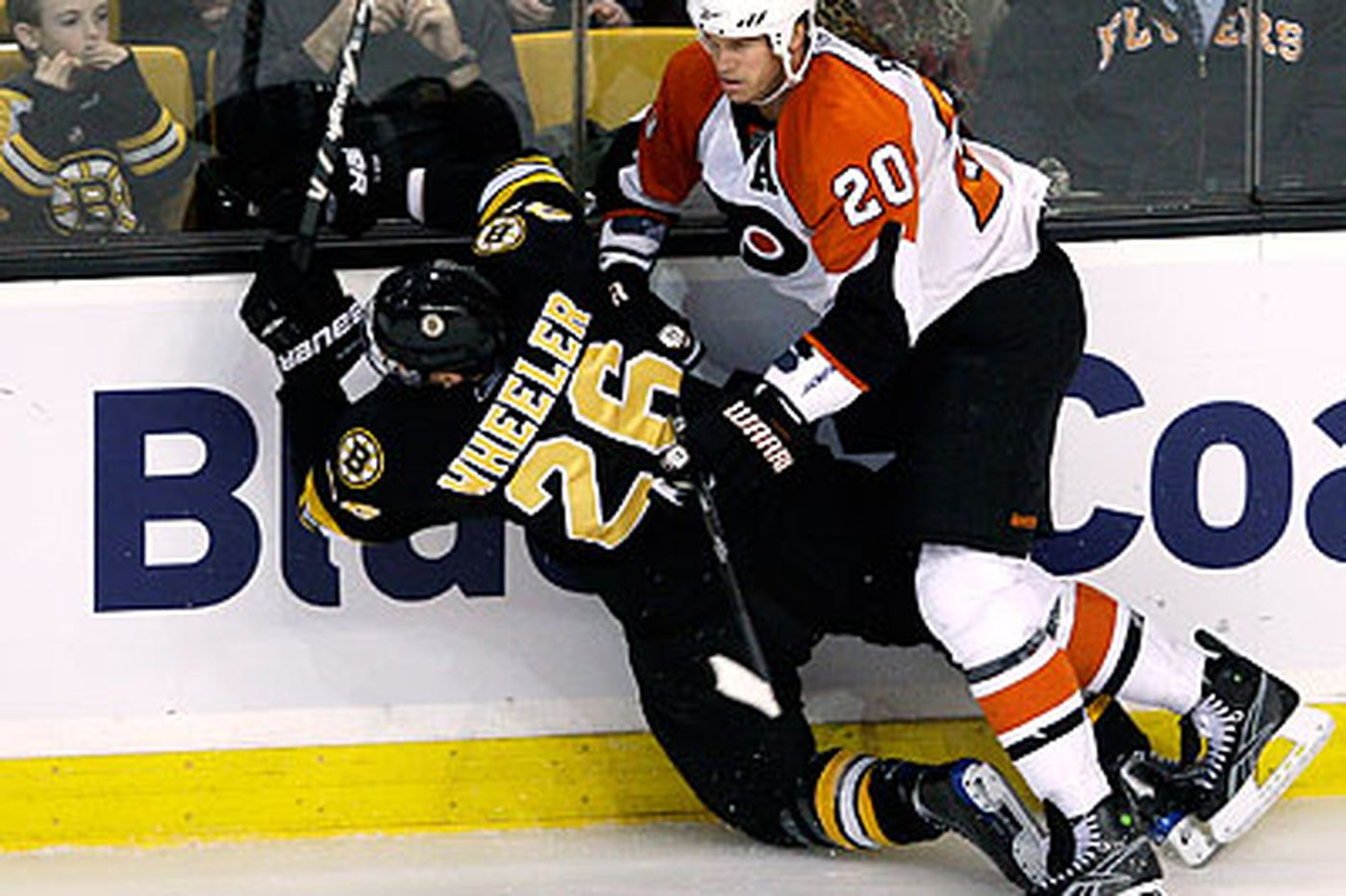 Timonen leads Flyers past Bruins