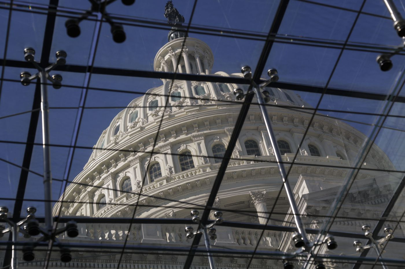 As shutdown drags, Trump administration seeks to soften blow
