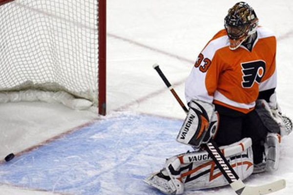 Flyers fall to Rangers, 2-1