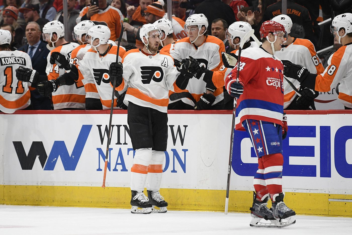 Kevin Hayes celebrates with the Flyers' bench after scoring a goal during the second period.