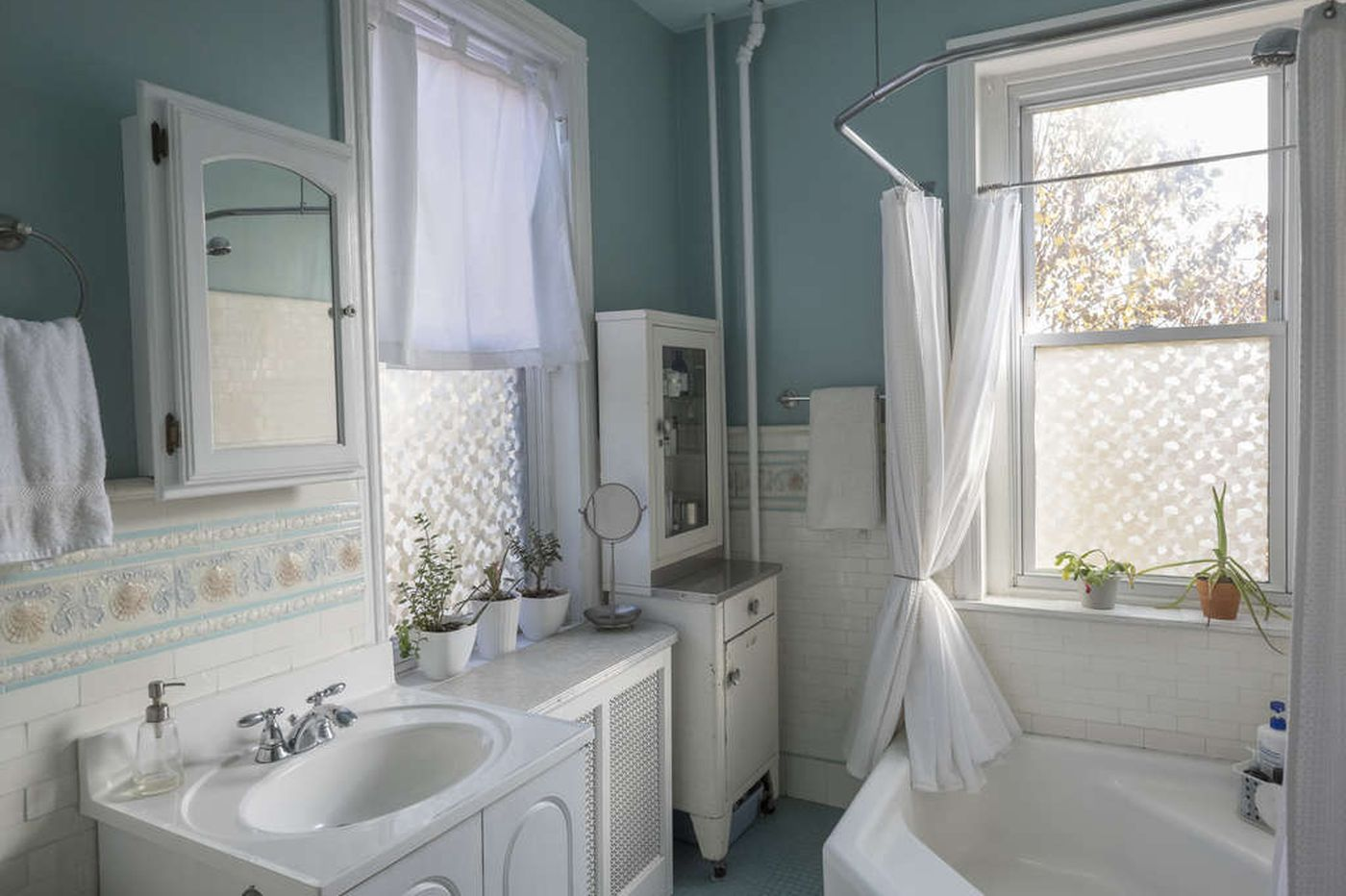 Ask Jennifer Adams: How long should that bathroom tile last?