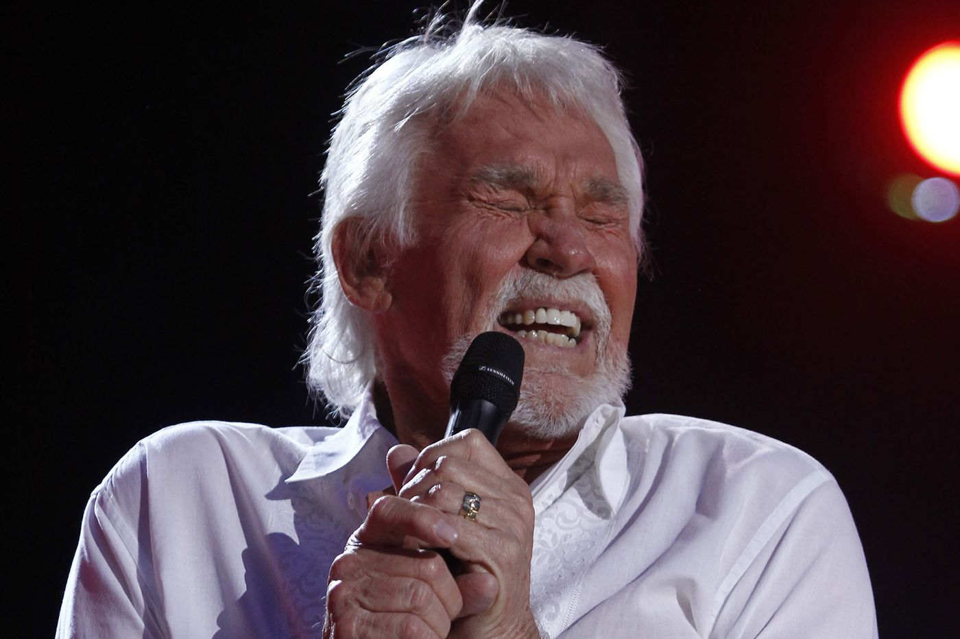 Crossover country superstar Kenny Rogers dies at 81