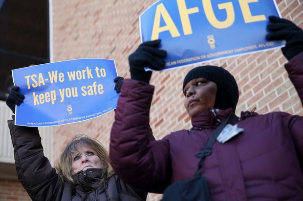 At Philadelphia airport, TSA workers and officials rallied for end to shutdown