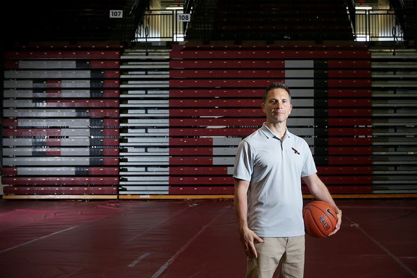 Billy Lange's coaching staff at St. Joseph's comes together in the end | Mike Jensen