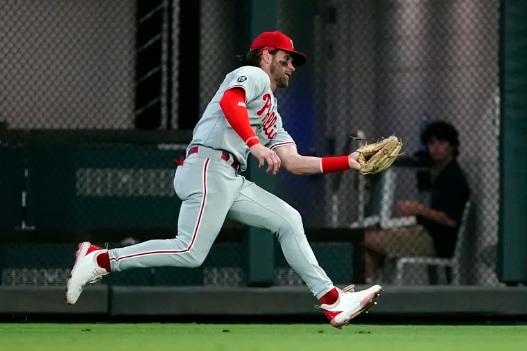 Phillies right fielder Bryce Harper makes a running catch to retire Atlanta's Travis d'Arnaud in the second inning.