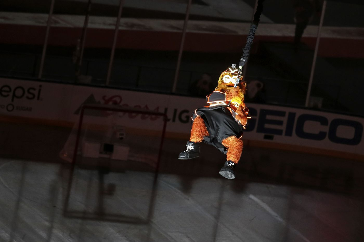 Watch: Gritty makes impressive entrance before Flyers-Penguins Stadium Series game