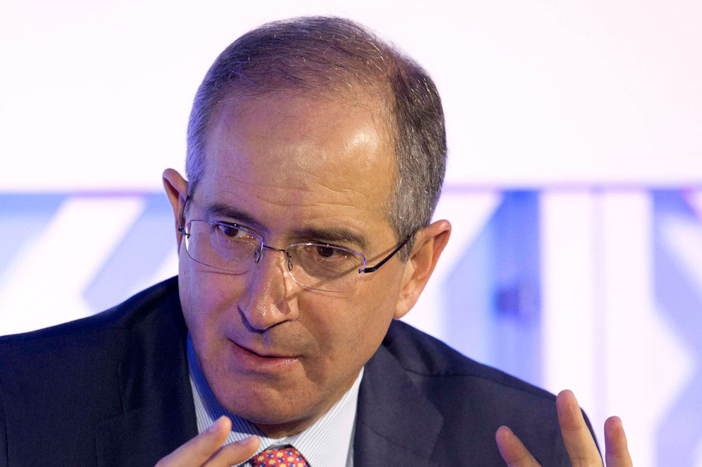 Comcast CEO says cable giant might start selling smartphones