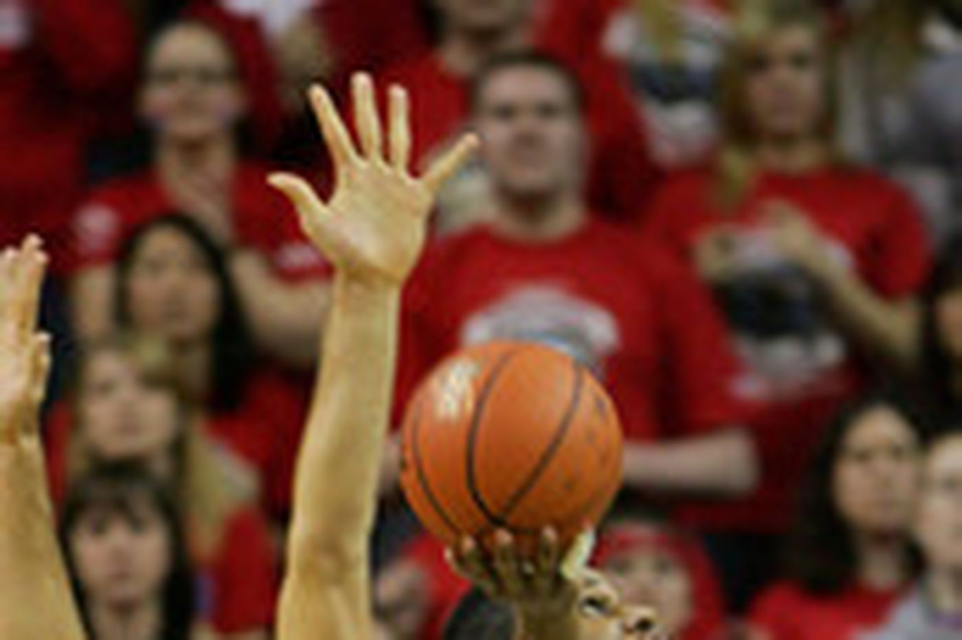 College Basketball | Dayton pummels No. 6 Pittsburgh