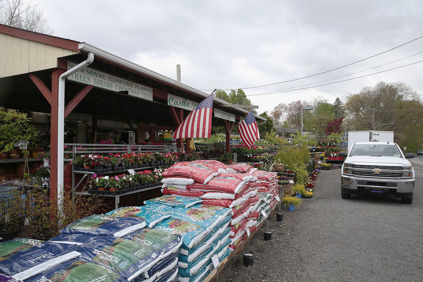 Bucks Garden Center Surprises Customer By Delivering Groceries And Hot Food With Her Flowers