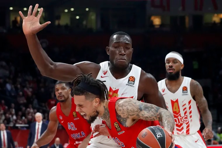 In this photo taken Feb. 21, CSKA Moscow's Daniel Hackett, front, drives to the basket as Red Star's Michael Ojo blocks him during their Euroleague basketball match in Belgrade, Serbia. Ojo, a 27-year-old former Florida State basketball player, collapsed and died last week during training in Serbia. He reportedly had tested positive for COVID-19 and recovered.