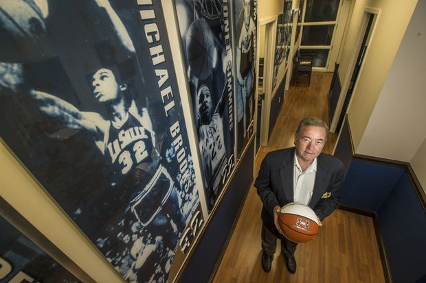 La Salle athletic director Bill Bradshaw to retire as last of an old-guard era | Mike Jensen