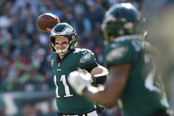 Carson Wentz was very good in loss to Panthers, but the quarterback can't fix all the Eagles' issues