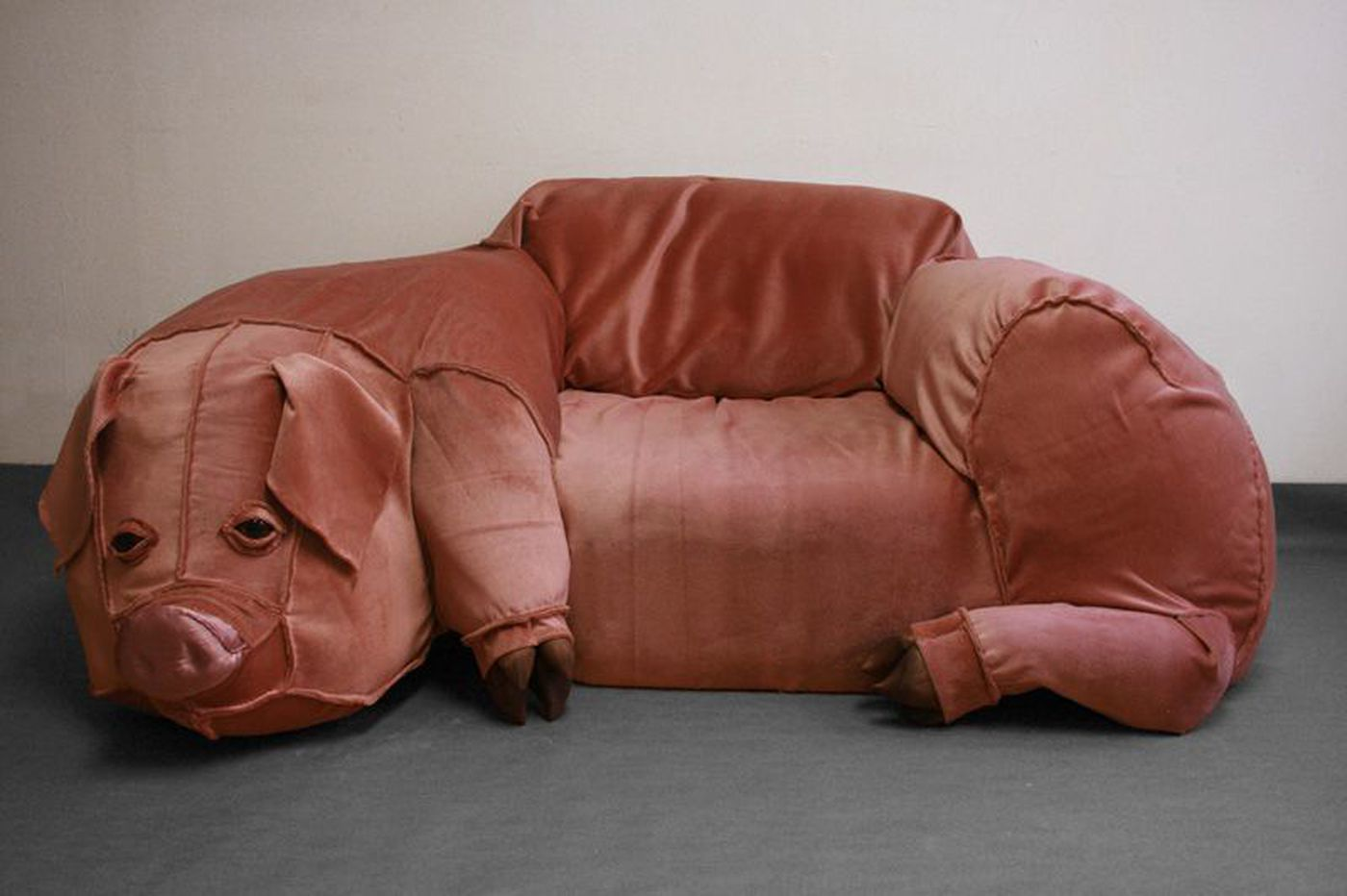 A Philly artist, a fake Craigslist ad, and a pig-shaped couch