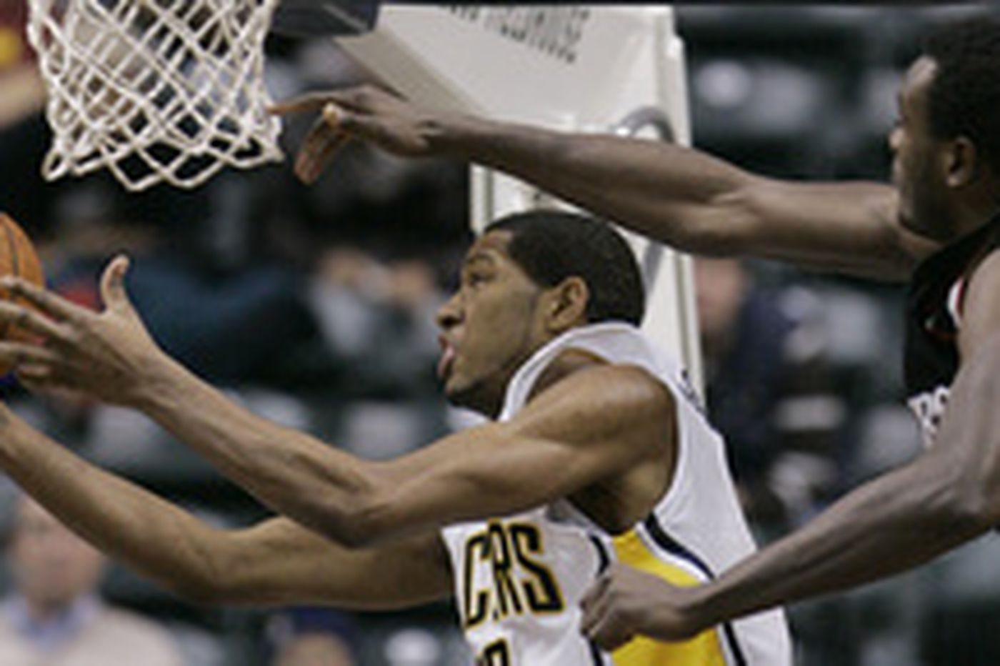 Listless Sixers lose to Pacers