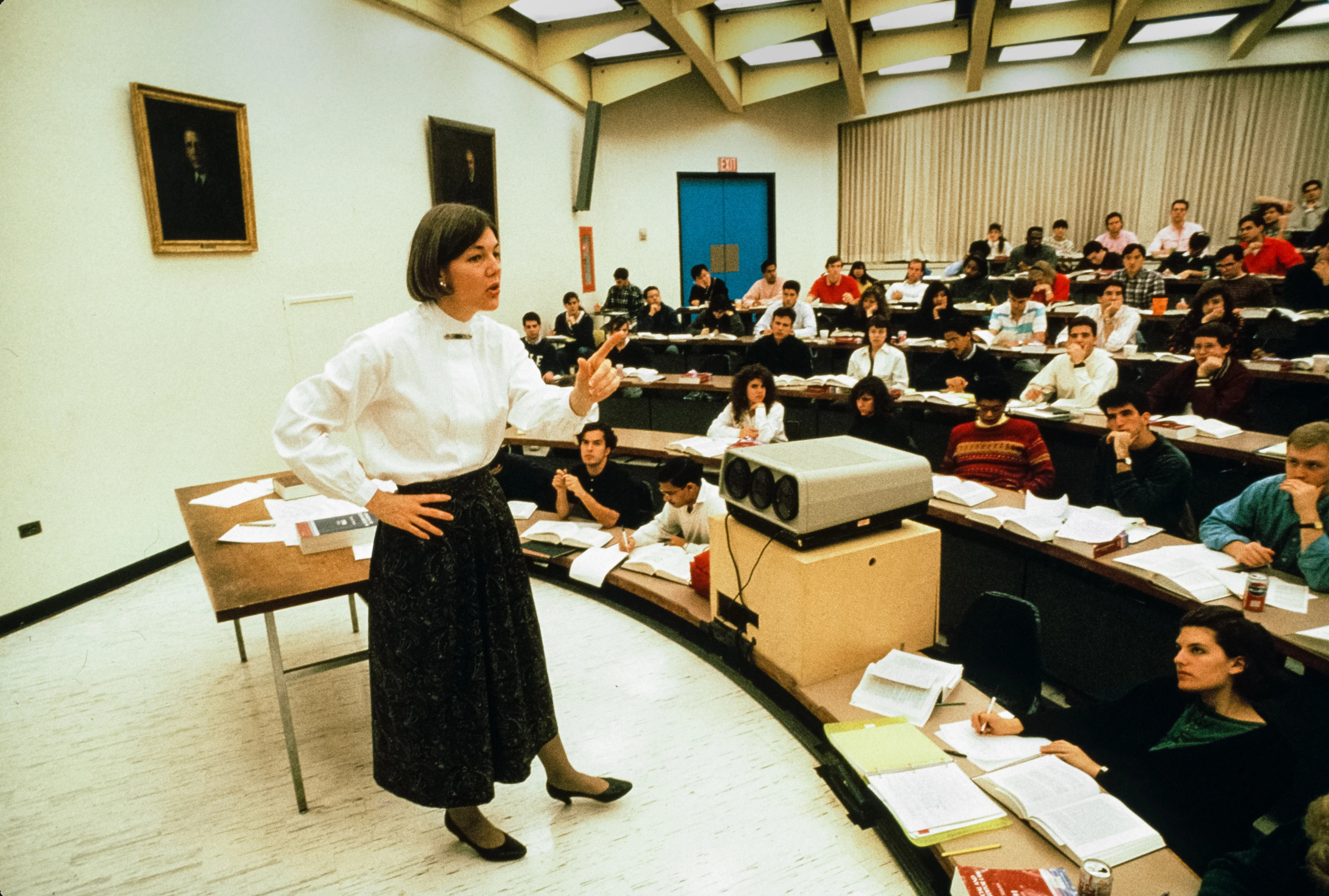 American academic (and future US Senator) Professor Elizabeth Warren teaches an unspecified class at University of Pennsylvania Law School, Philadelphia, Pennsylvania, early 1990s. (Photo by Leif Skoogfors/Corbis via Getty Images)  -- For one time use with Tamari profile on Warren only