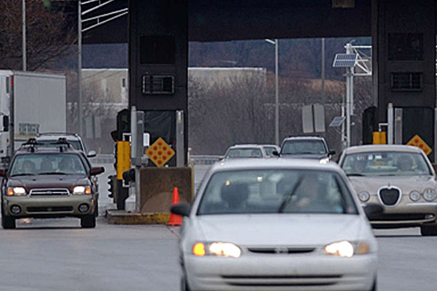 Pa. auditor probes why 7,000 workers, others get free rides on turnpike